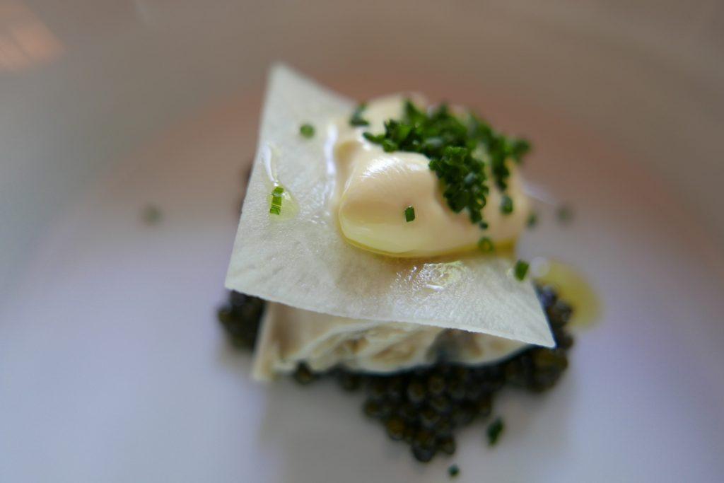 Huîtres pochées, caviar et crème ©GP