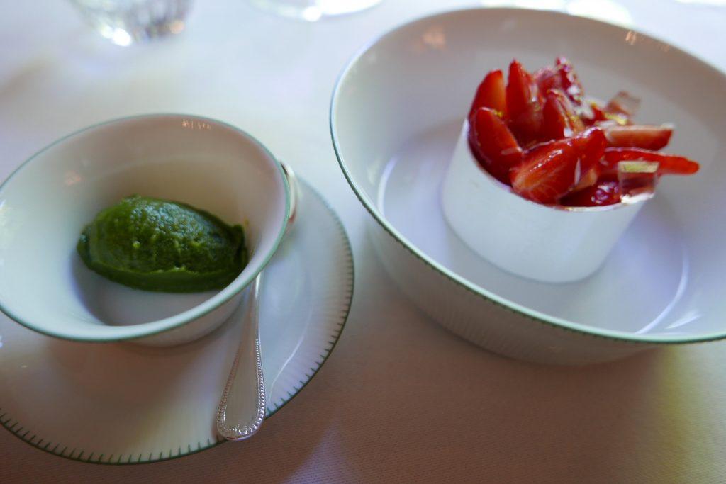 Sorbet à l'oseille , meringue a la fraise ©GP
