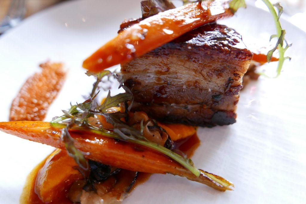 Poitrine de cochon aux carottes et gingembre ©GP