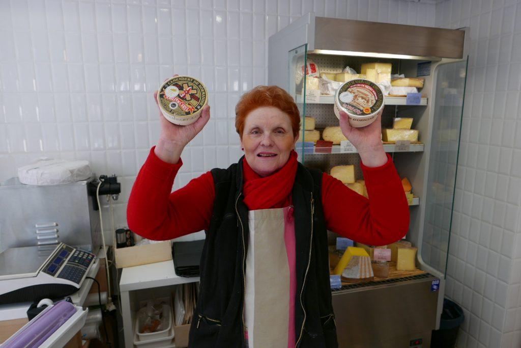 Michèle et ses camemberts ©GP