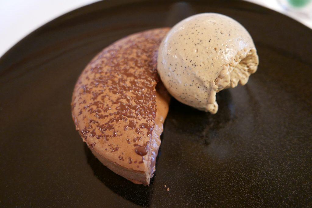Tarte au chocolat et glace Kopi Luwak © GP