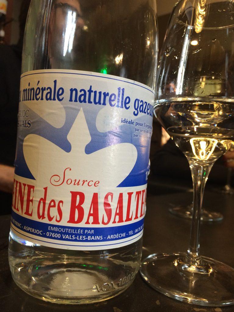 """L'eau minérale """"reine des Basaltes"""" ©GP"""
