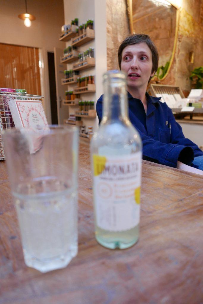 Julia et la limonade ©GP