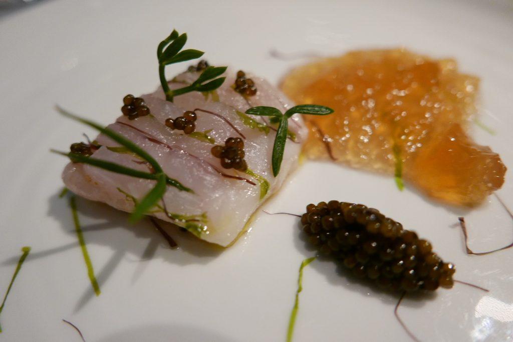 Filet de canthe, caviar oscietre , gelée de crevette ©GP