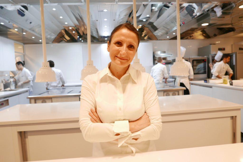 Anne-Sophie Pic en cuisine © GP