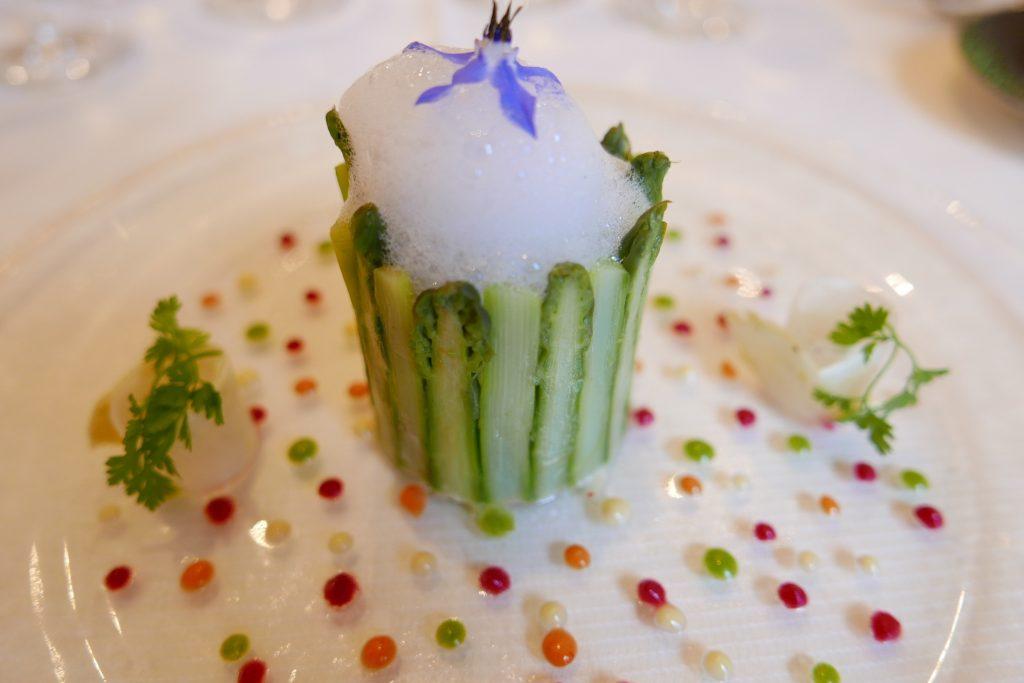 Chartreuse d'asperges, tourteau, homard © GP