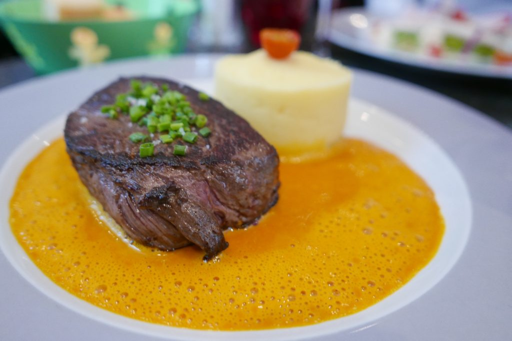Black Angus fumé, beurre de carottes © GP