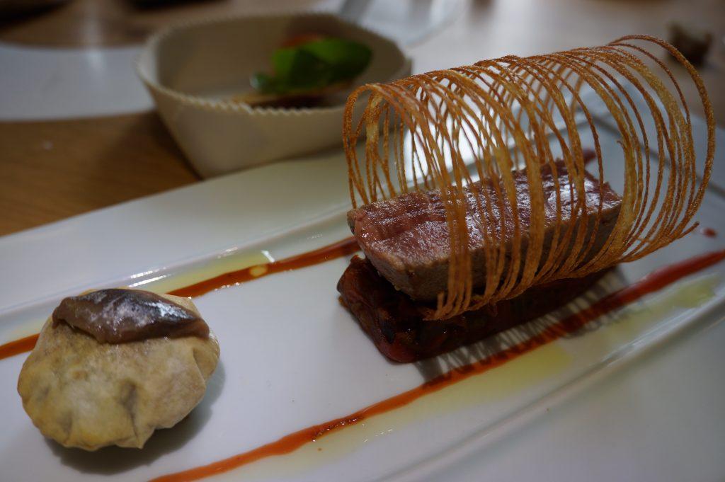 Thon de la Méditerranée cuit/cru, pissaladière soufflée ©GP