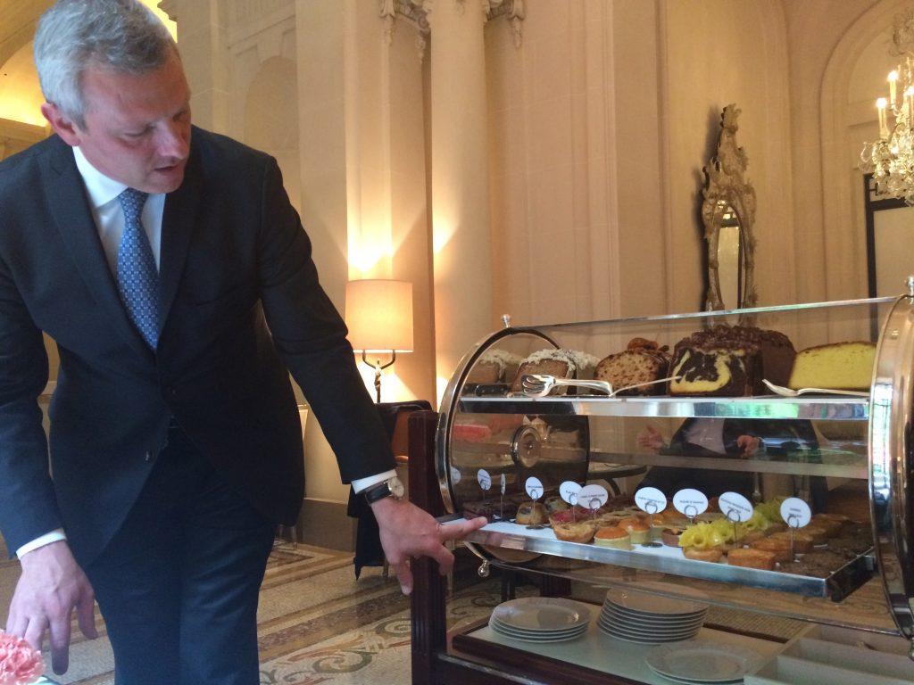 Le service des pâtisseries © GP