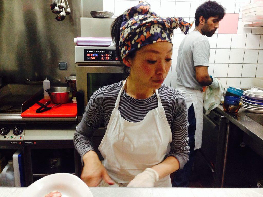 Kaori en cuisine © HC