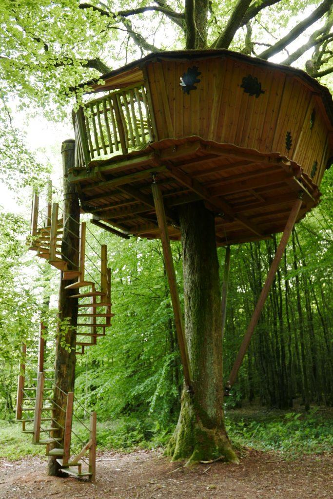 Une cabane dans les arbres © GP