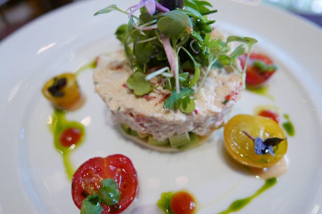 """Crabe du Dorset et homard """"Louis"""" raifort aux tomates épicées ©GP"""