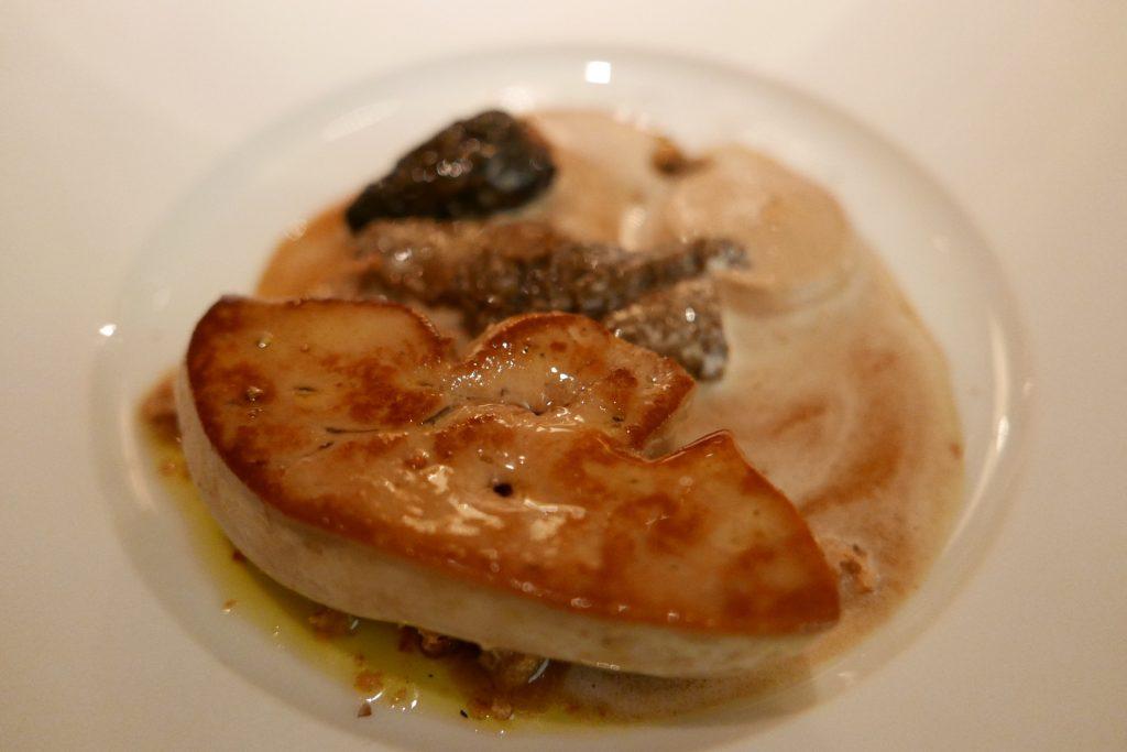 Foie gras chaud, morilles et noix © GP