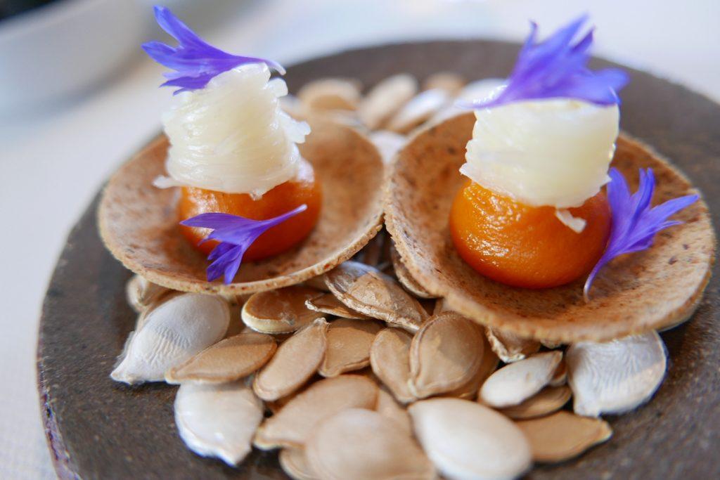 Tartelette de patate douce, asperge, bleuet © GP