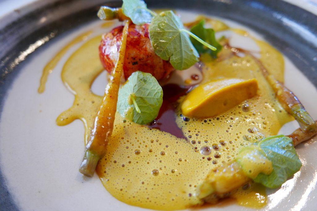 Homard, carottes, sauce à la fleur de capucine ©GP