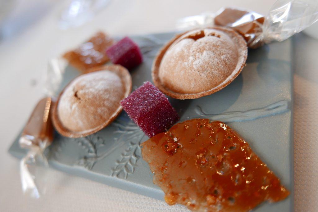 Caramels et petits fours ©GP