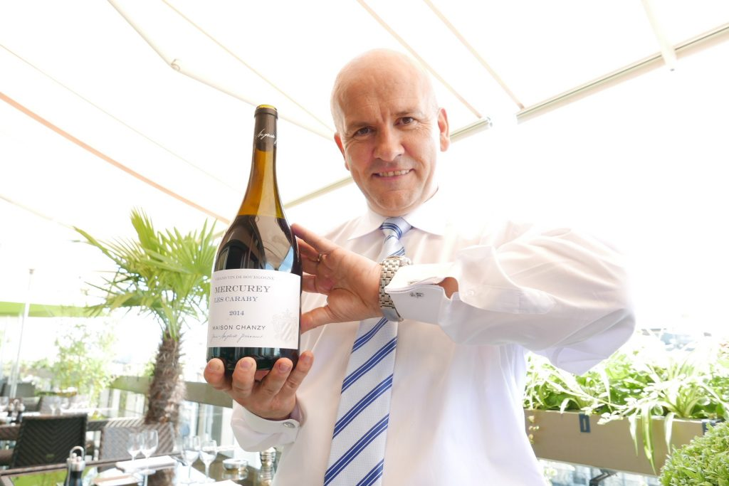 Yves Le Pezron et le service du vin © GP