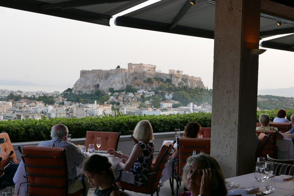 Table face à l'Acropole © GP