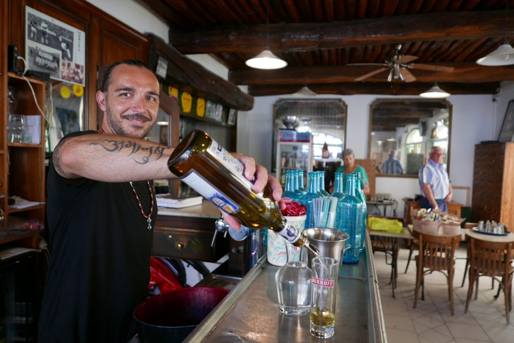 Service au bar © GP