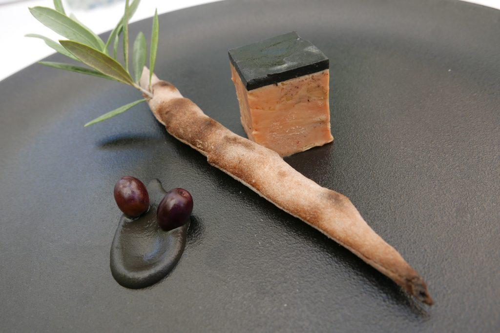 Foie gras et sa gelée aux olives noires © GP