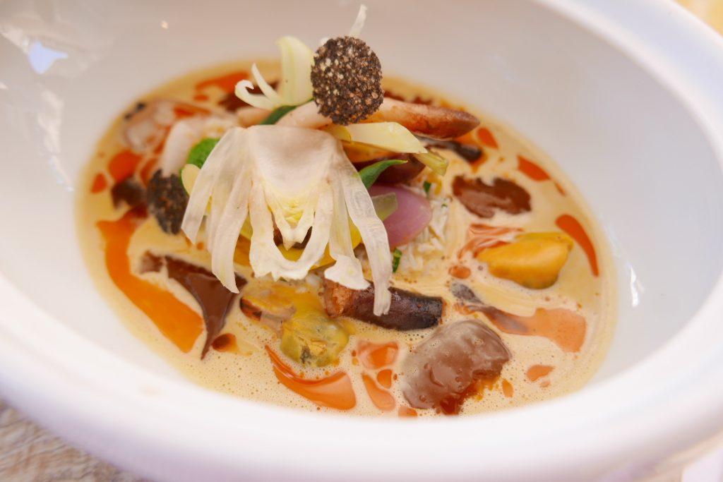 Velouté de pommes de terre et coquillages à l'orange © GP