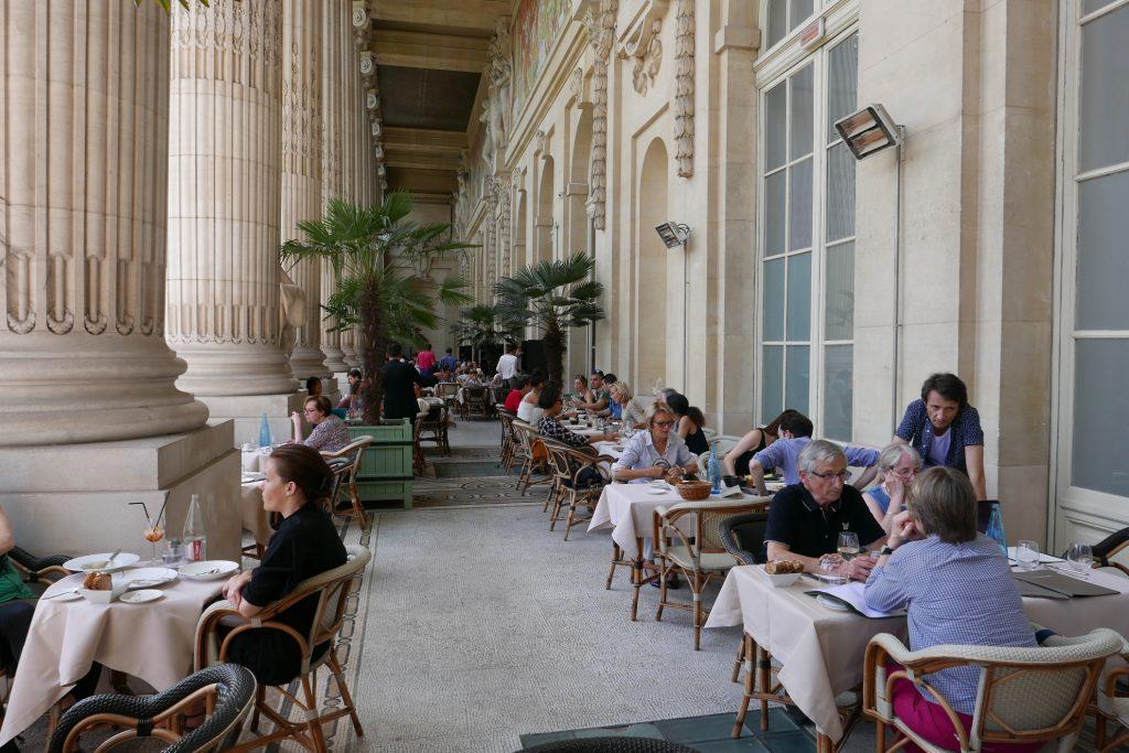mini palais au grand palais restaurant paris 8e un minipalais pour savourer l 39 t coups. Black Bedroom Furniture Sets. Home Design Ideas