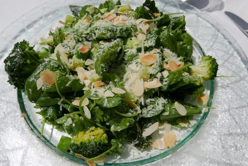 Salade d'herbes et légumes verts © GP