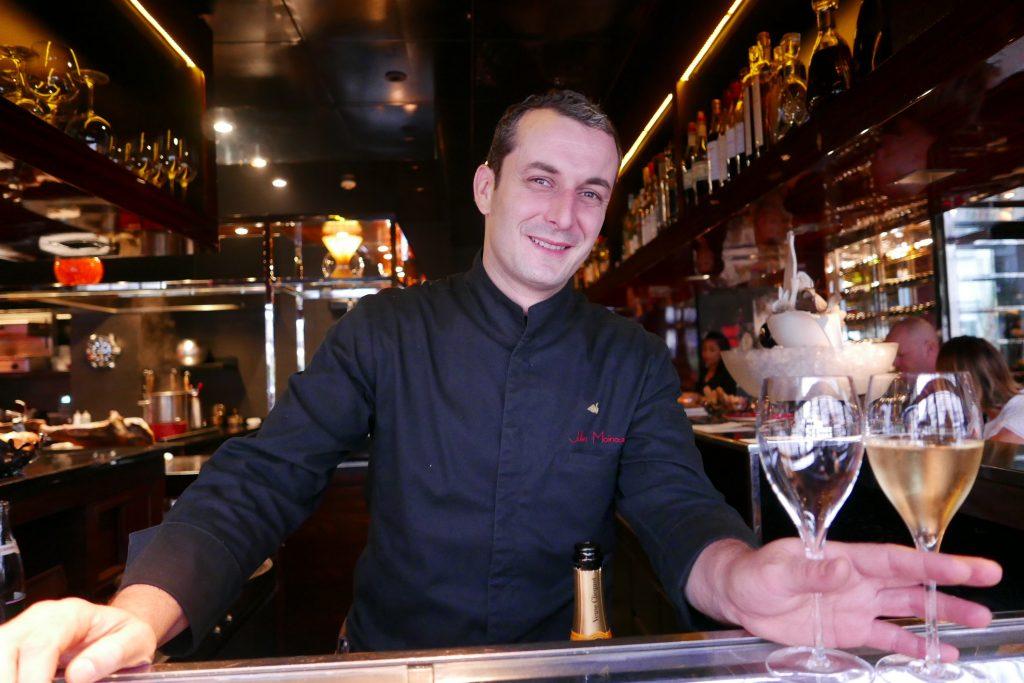 Julien au service du vin © GP