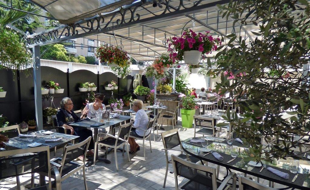 La terrasse fleurie ©AA
