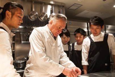 Dominique Bouchet et son équipe japonaise © DR