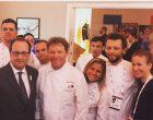 François Hollande avec l'équipe de Claude et Thomas Troisgros © LT