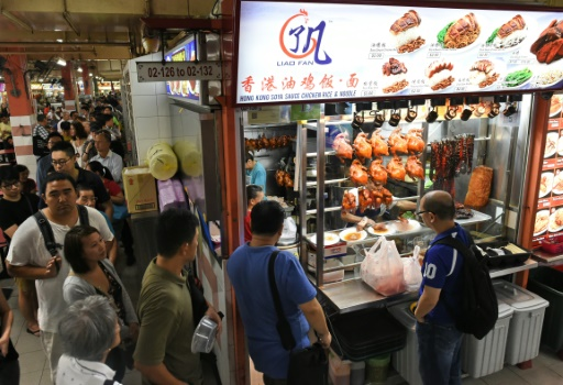 La queue au comptoir du Hill Street Tai Hwa Pork Noodle © AFP