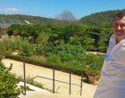 Benjamin en son jardin © AA