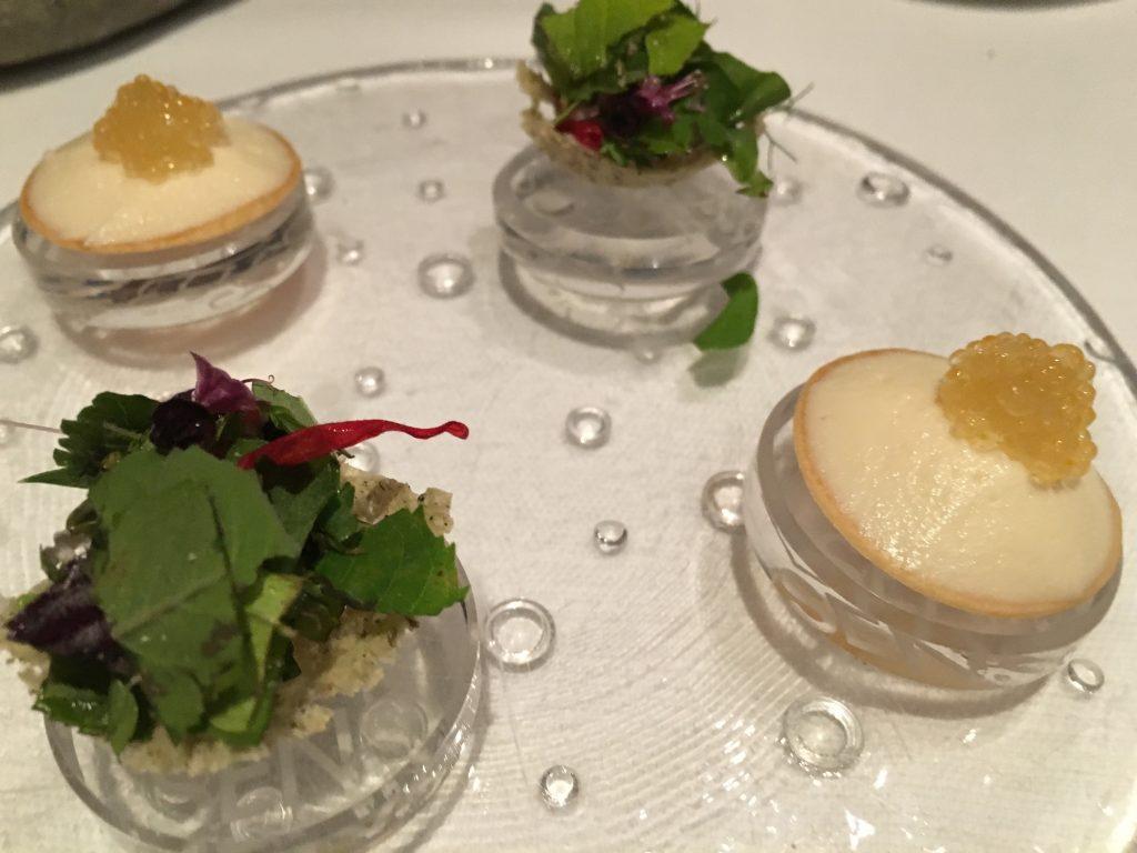 Tartelette aux œufs de féra et herbes du jardin ©GP