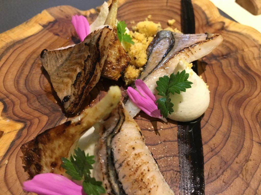 Anguille caramélisée aux artichauts © GP
