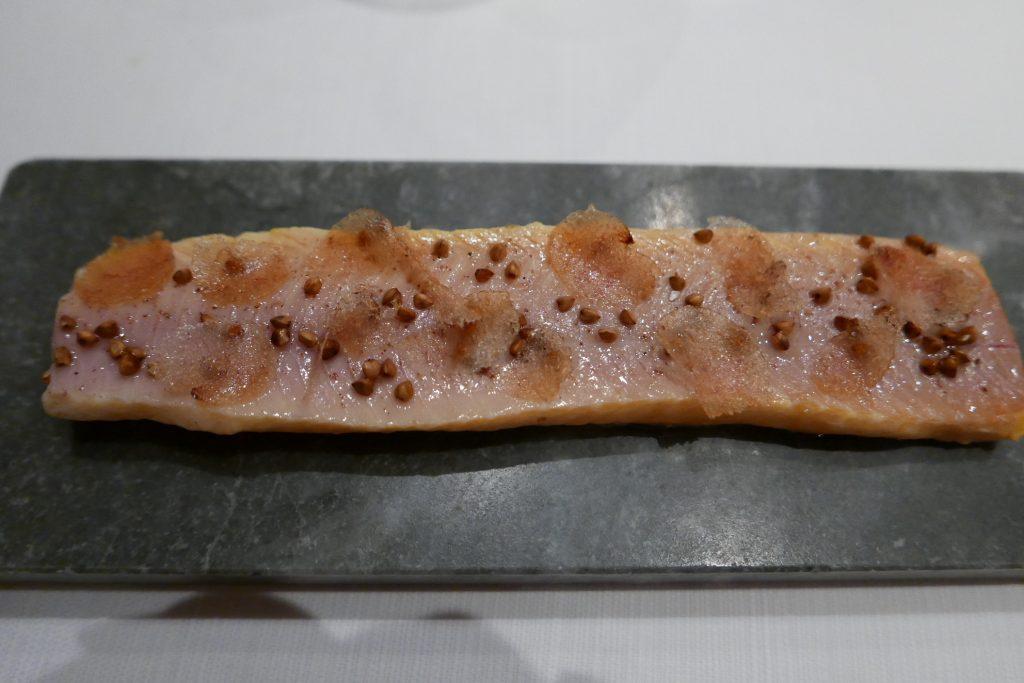 Omble chevalier cuit sur la pierre, poutargue de féra et sarrasin ©GP