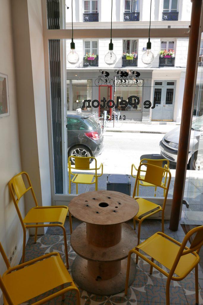 Une table © GP