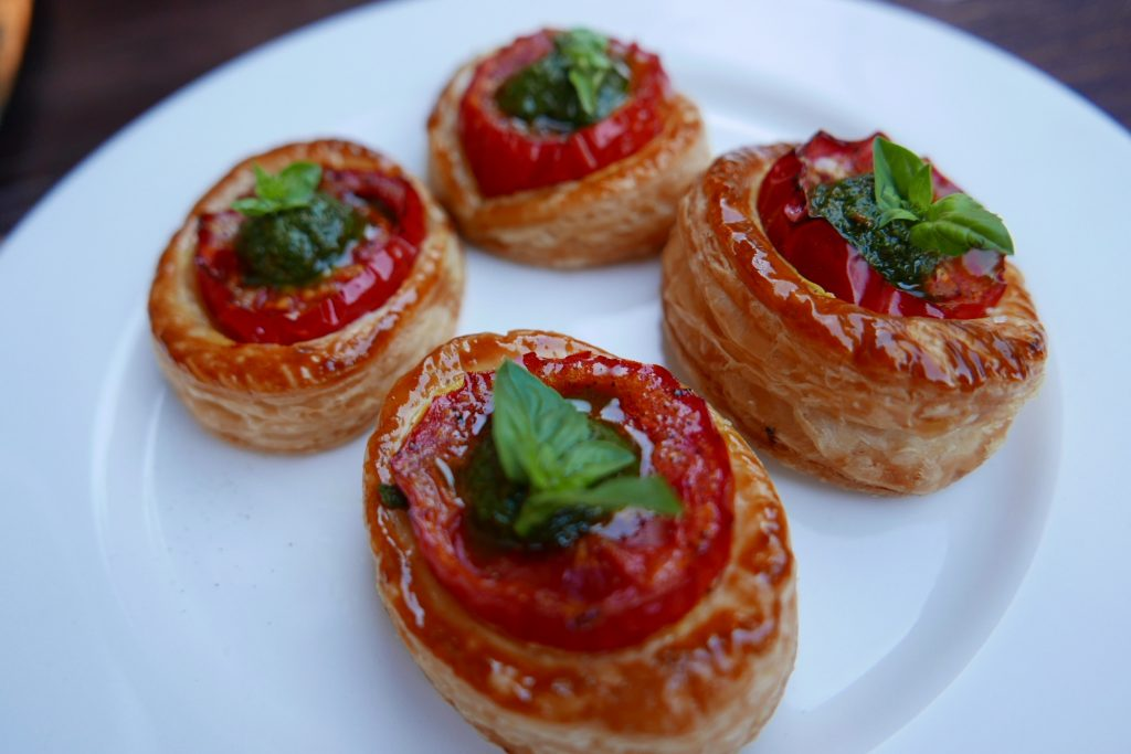 Feuilleté à la tomate et pesto © GP