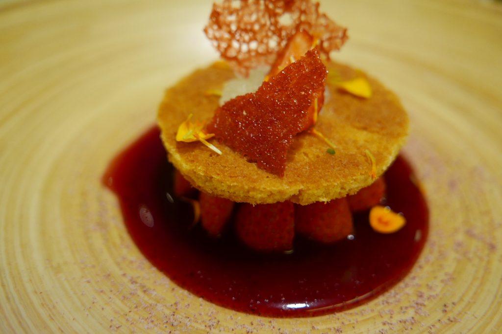 Tartelette aux fraises et jus de cassis © GP