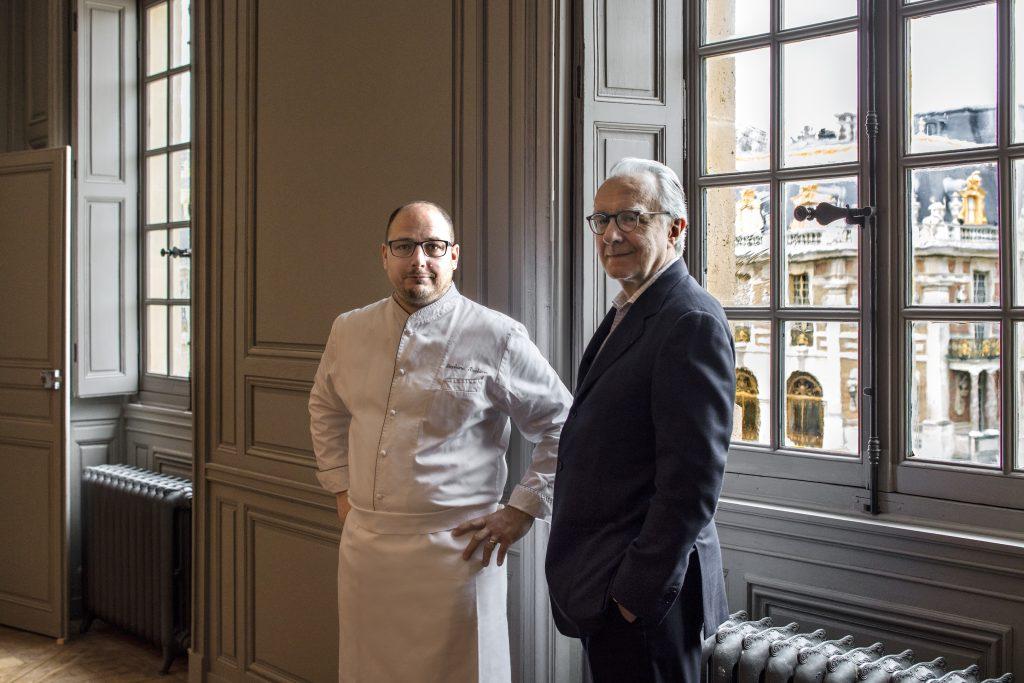 Alain DUCASSE et le chef Stephane Duchiron Restaurant ORE, Chateau de Versailles. France 2016 ©Patrick Tourneboeuf/Tendance Floue