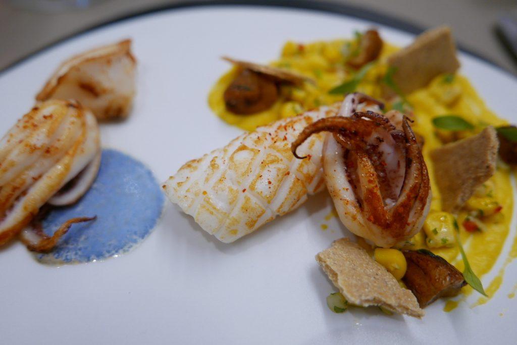 Encornets grillés, maïs doux et châtaignes © GP