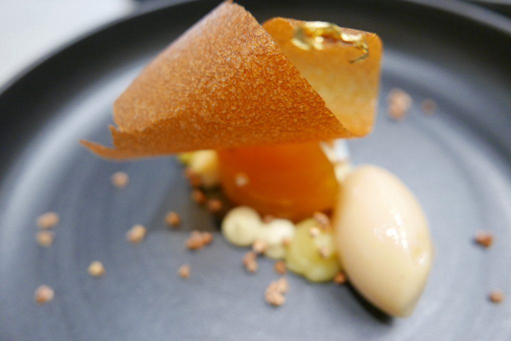 gillespudloPomme golden fondante, glacé de miel,sarrasin et sorbet coing ©GP