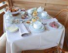 Petit-déjeuner sur le balcon © GP
