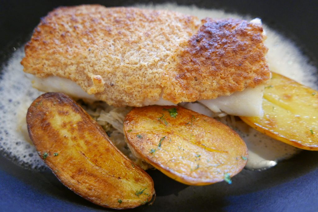 Sandre en croûte de raifort et choucroute caramélisée©GP