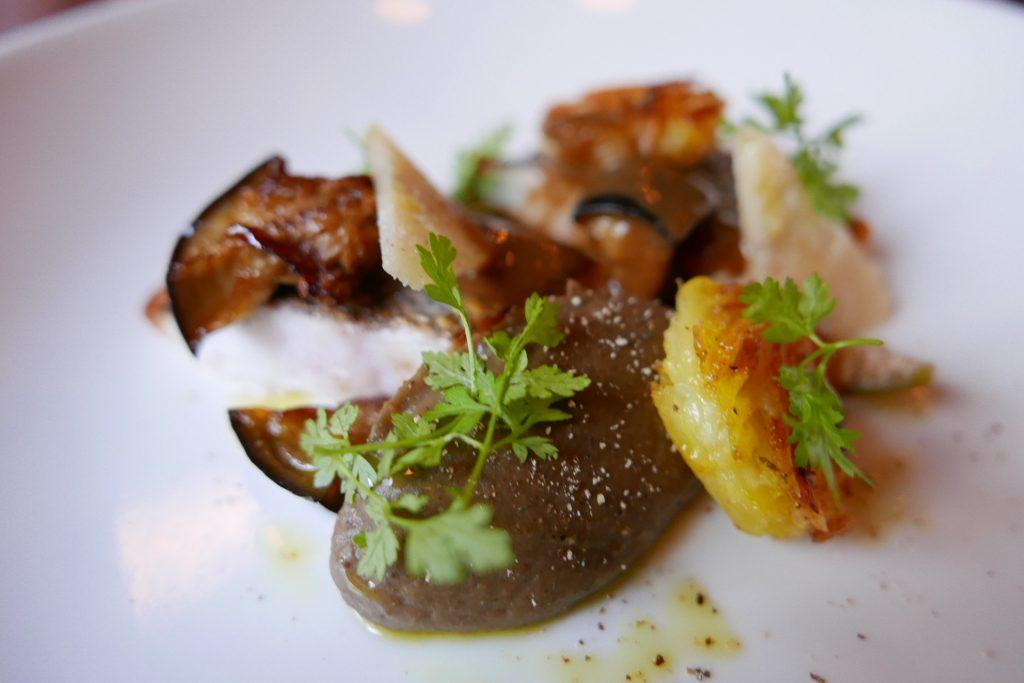 Dorade grise, darphin et aubergines © GP