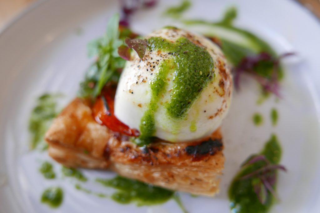 Tarte feuilletée tomate mozzarella ©GP