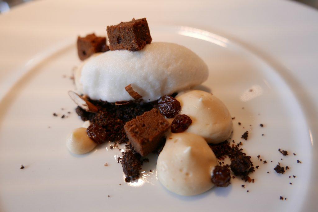 Sbrisolona émietté au cacao, mousse de Zibibbo, glace aux amandes © GP
