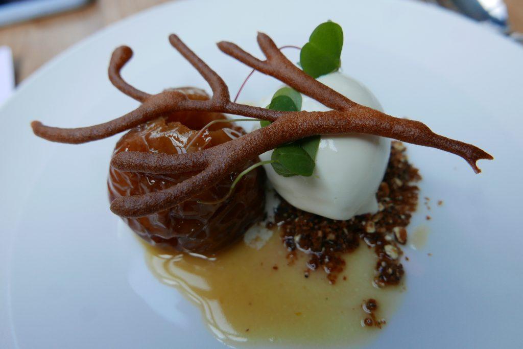 Pomme rôtie aux épices, glace au houblon ©GP