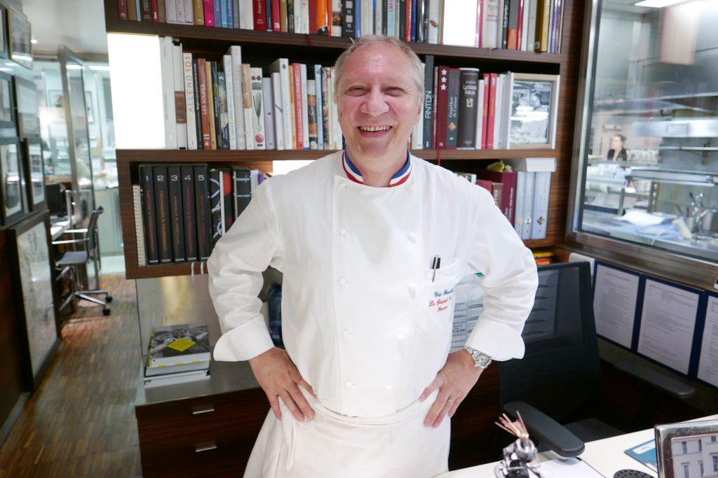 Eric Frechon en cuisine © GP
