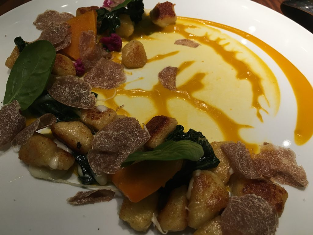 Gnocchi de pomme de terre courge et râpé de truffe blanche ©GP